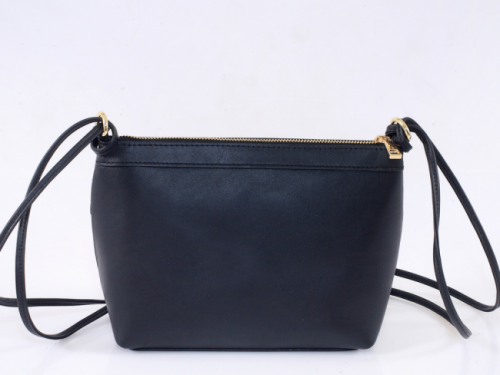We supply all kinds of material handbags, genuine leather, PU leather, denim, canvas, polyester and so forth in factory fair price